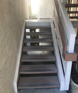 Stairs to Unit.... THE UNIT IS NOT ACCESIBLE FOR WHEELCHAIRS!!