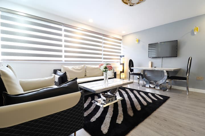 Luxury & Spacious One Bed Apartment In the Centre