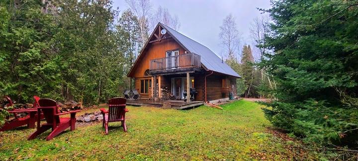 Cozy Confederation Log Home - Georgian Bay Living!