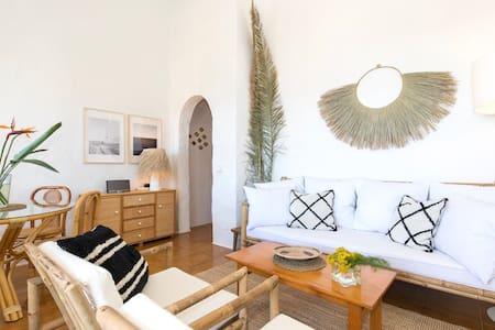 Salón del apartamento, suelo plano sin escaleras