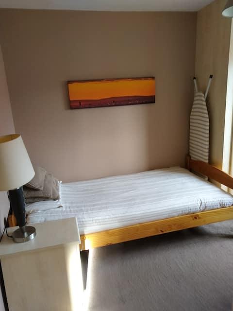 Private and Spacious Single Room.Quiet Cul-De-Sac.