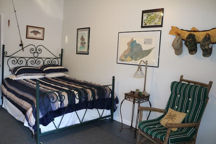 The Spring Creek House  - Happy Anglers Room