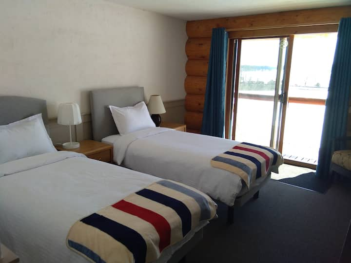 Twin Room with Lake View 1