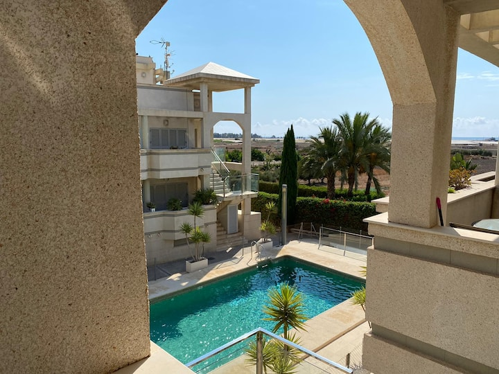 Flat with pool + roof terrace 3mn from the beach