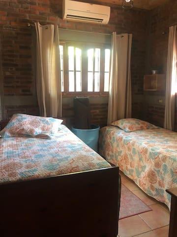 Habitación con 2 camas unipersonales