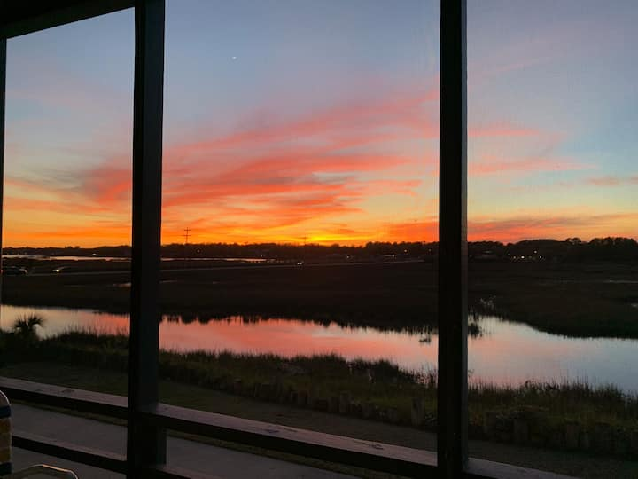 Location! -Peaceful Marsh-view w/ Screened Balcony