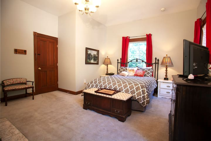 Floor 2 - Rose Quartz room (view 1) - queen size bed, sleeps 2 with a twin sized rollaway stored in closet