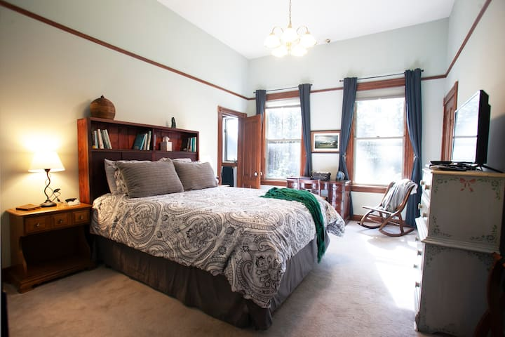 Floor 1 - Jade Room - queen bed, sleeps 2  (this is the only formal bedroom on 1st floor) and has a private bath.