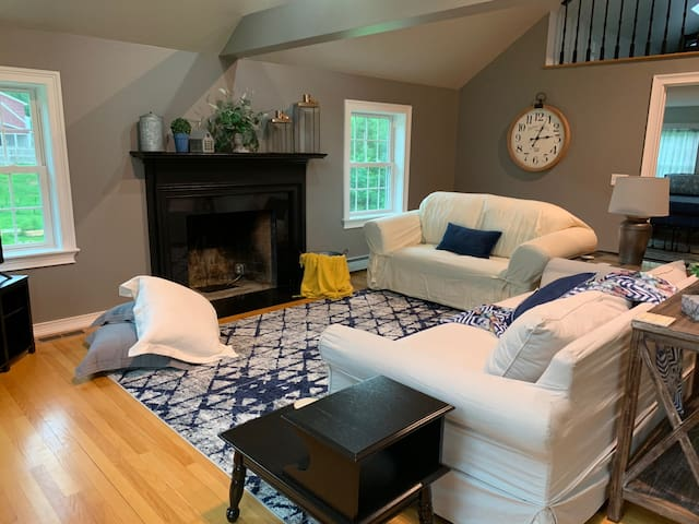 Large space for Families, Friends or Groups!