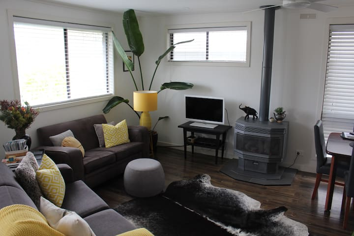 This beautifully appointed, stylishly decorated living space is your 'home away from home'.  Comfy couches, gas log fire, aircon, ceiling fan, TV with Foxtel and Wifi is provided when you return from a day exploring Queenscliff and the Bellarine.