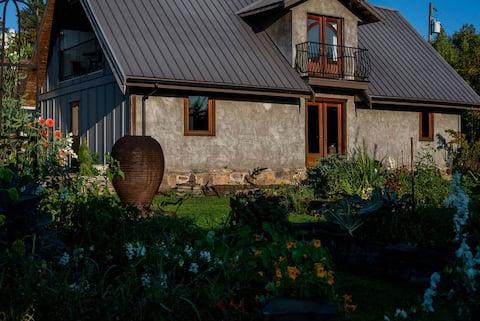 Spacious cottage on charming acreage