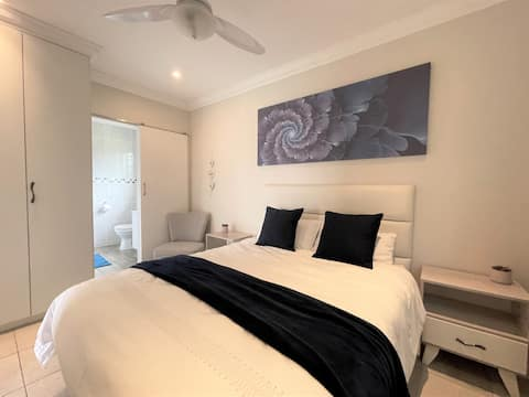 Stork - New stunning unit with private patio.