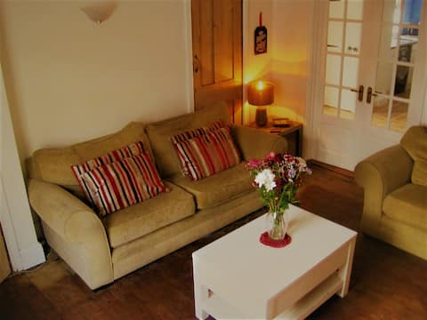 3 bed cottage, on private tranquil lane.