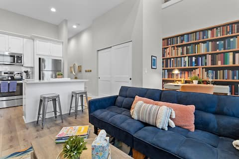 THE GRADUATE : Stylish Apt ...Come for a getaway!