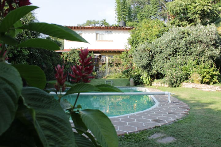 Hermosa Veranda Colonial / Ecológica de descanso.