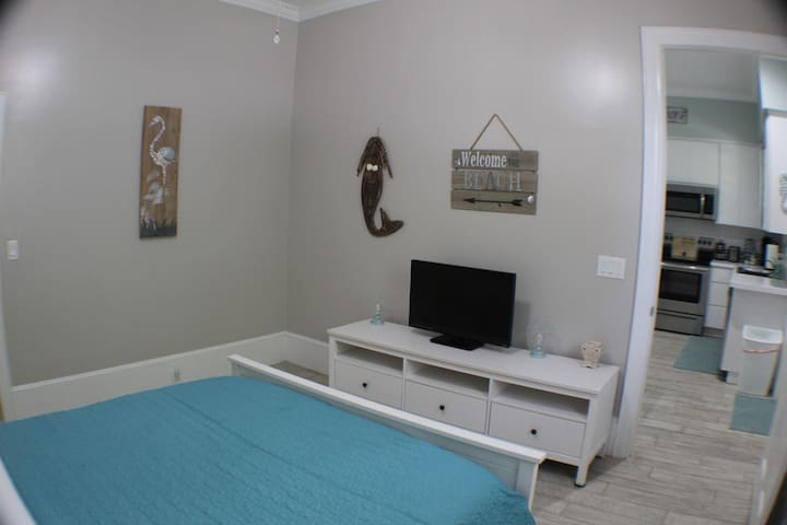 Bedroom 1- queen sized bed with a walk in closet (hangers provided) & a smart TV with a Firestick & Netflex included! *we take the cleaning of our facilities very serious always aim to impress- all sheets, towels, etc. are bleached before each use.*
