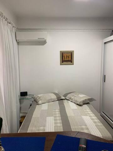 cama da casal com guarda roupa