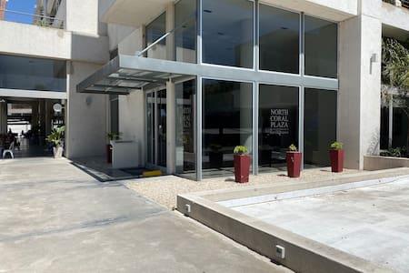 Puerta de ingreso al edificio