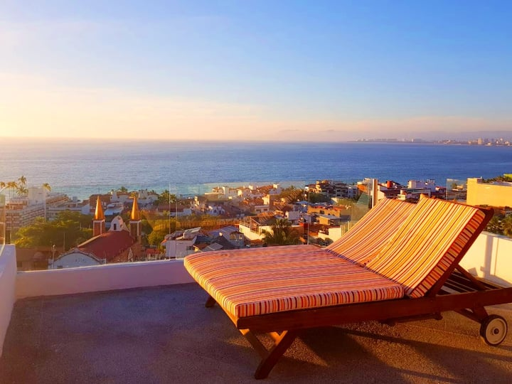 ★Steps to BEACH and MaLecoN Condo★OCEANVIEW★PooLs★