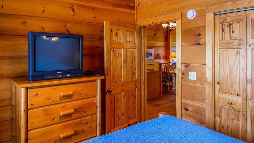 Queen size beds in both bedrooms so couples can vacation in comfort together.