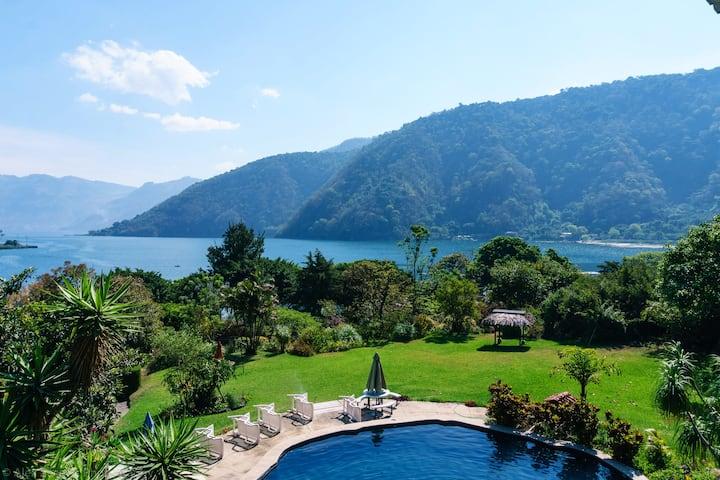 Jardines, privacidad, vista al lago y restaurante!