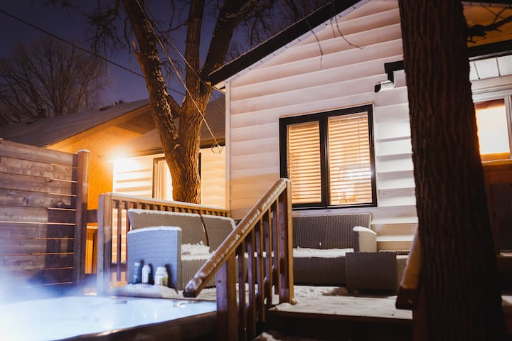 Entire home in River Heights w/hot tub!