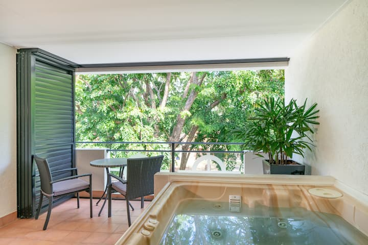 Regal Port Douglas - 1 Bdrm Apartment with Jacuzzi