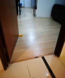 Ei askelmia kuljettaessa huoneeseen
