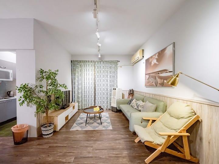 新竹市中心《山上走走》全新百萬裝潢環境優質乾淨 3房親子旅店 可容納2-11人 近城隍廟/新竹大遠百