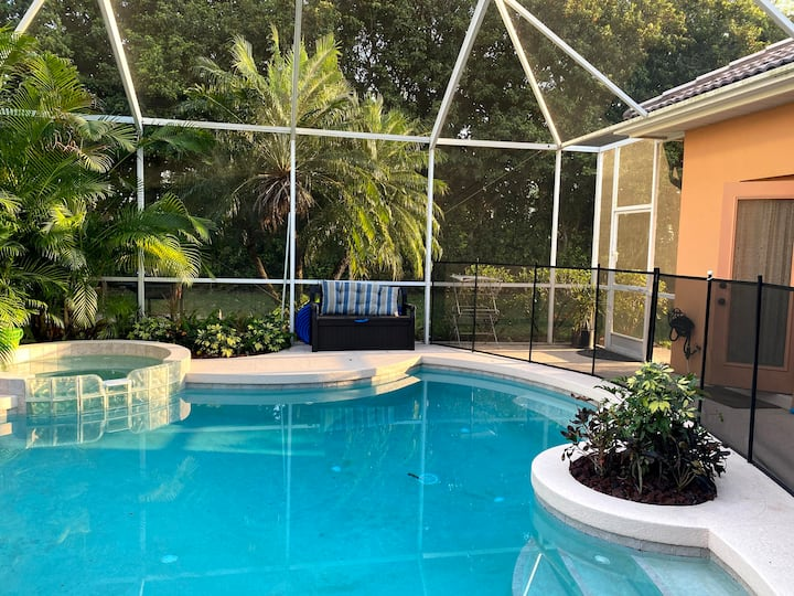 5/3 Pool House in gated community 9 mins to Siesta