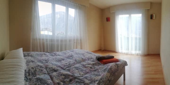 Chambre dans magnifique maison à Leytron :-)