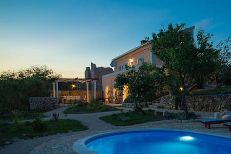Villa Cesarica  Novalja