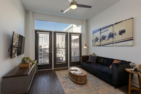 Cozy Penthouse 3 blocks from Broadway