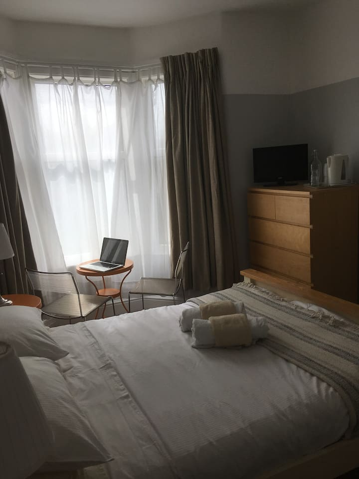 Lovely quiet, clean room, Double Bed, tv