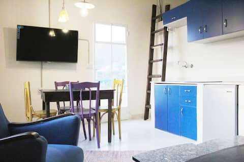 Ghurub - Charming cosy apartment with great views.