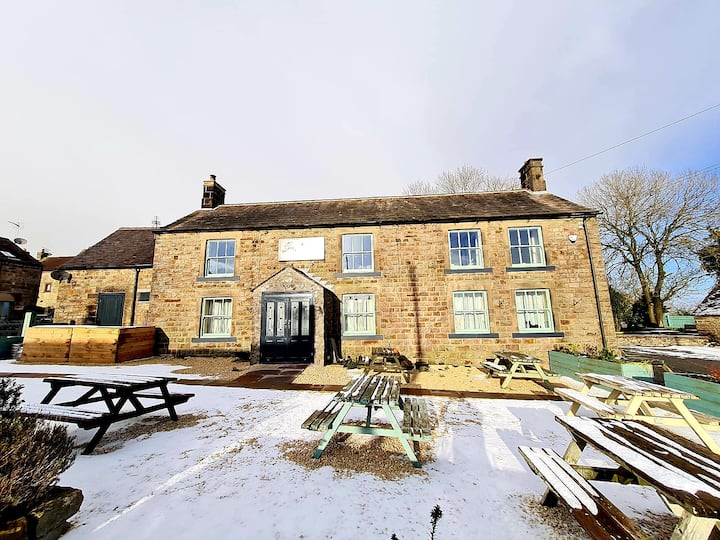 Award winning country coach inn Peak District