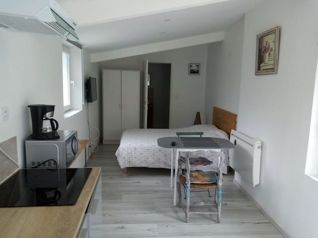 lovely cottage in garrigue