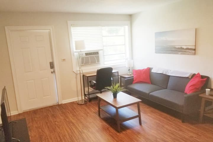 Charming 2 BR with Green and Spacious Yard