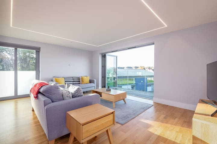 Luxury Balcony Apartment in St Andrews   Parking
