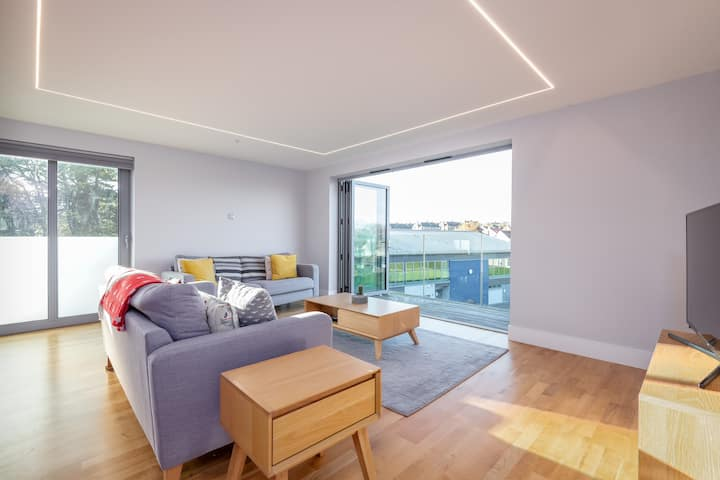 Luxury Balcony Apartment in St Andrews | Parking