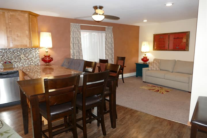 2BD/2BA Apartment with private deck