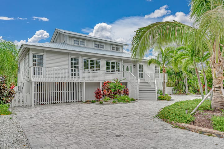 Very nice house at Boca Grande with elevator.