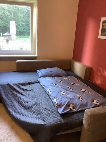 Schlafsofa ca. 1,30m breit für eine Person..