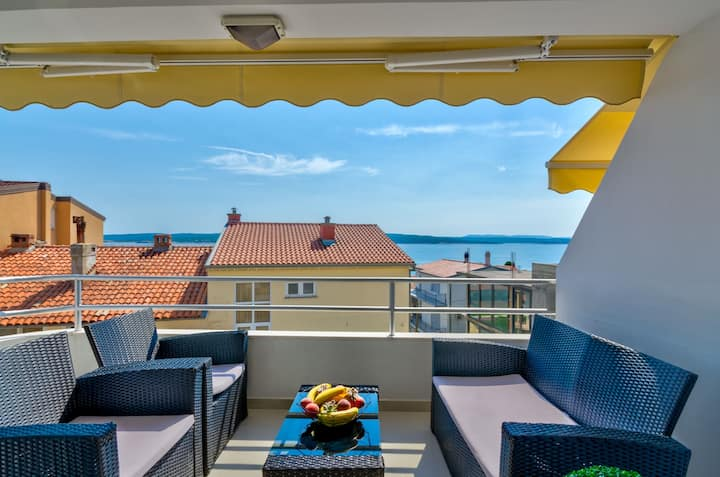 150 m to the beach-Modern apartment with sea views