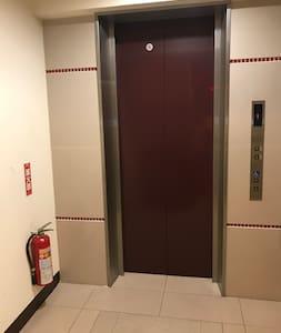 電梯出入口