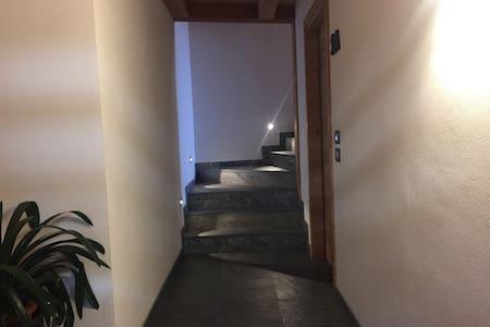 Ampio corridoio all'entrata