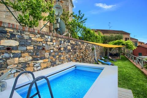 Casa Borgo: relax  mini piscina privata e giardino