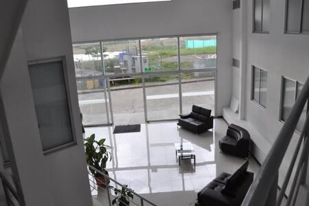 房客入口寬度超過 80 公分