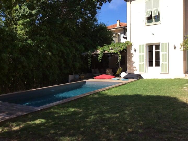 Unique : Villa avec piscine au cœur de Nice
