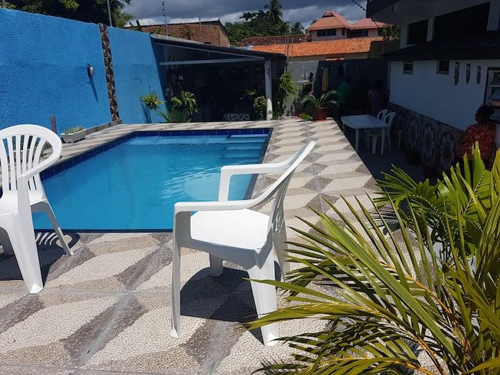 Kitnet com piscina perta da orla de Macarico